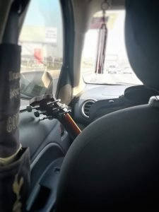 助手席にギター