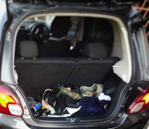 トランクはガラクタでいっぱい